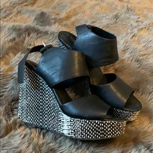 Mossimo black and white wedges